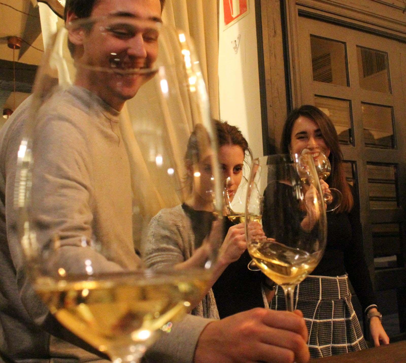 ¿Por qué algo tan nuestro como el vino no cala entre la gente joven?